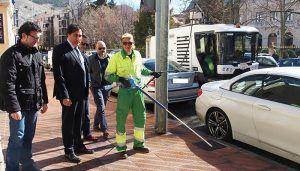 El Ayuntamiento de Cuenca refuerza la limpieza con una barredora con pértigas de alta presión y una baldeadora de 290.000 euros