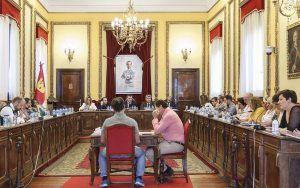 El Ayuntamiento de Guadalajara aprueba conceder Medallas de Oro de la Ciudad para los miembros de la Legislatura Constituyente y los alcaldes democráticos de Guadalajara