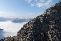 El nuevo vídeo de Kilian Jornet peinando las crestas de la escarpada cordillera de Anslasnes, Noruega