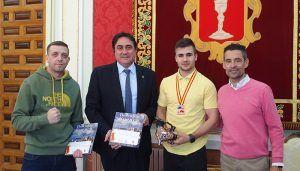 Mariscal reconoce el éxito del boxeador Juan Tovar, bronce del Campeonato de España de clubs