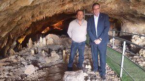 Prieto comprueba el desarrollo de la tercera actuación de la Diputación de Cuenca en la Cueva del Estrecho de Villares del Saz