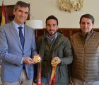 Román felicita a Emilio Mínguez por sus últimos triunfos en el Campeonato de España de Kenpo