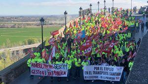 Unos 300 trabajadores de las ambulancias de C-LM se manifiestan en Toledo ante el bloqueo del convenio