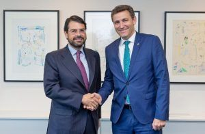 Eurocaja Rural distribuirá los seguros de auto de Mutua Madrileña en toda su red comercial