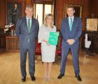 La alcaldesa de Toledo recibe la Memoria Anual de Eurocaja Rural
