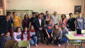 La directora del Instituto de la Mujer de Castilla-La Mancha mantiene un encuentro con el alumnado y profesorado del IESO 'Mar de Castilla' de Sacedón