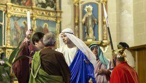 La lluvia evitó la salida de varias imágenes de sus capillas en Trillo pero no la celebración de la 24º edición de la Pasión Viviente