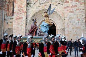 La procesión de Lunes Santo resuena en las travesañas de Sigüenza