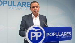 """Martín-Toledano avisa """"Los españoles pueden esperar a que el PSOE nos hunda en una nueva crisis para votar luego al PP o evitarla ahora eligiendo a Casado como presidente"""""""