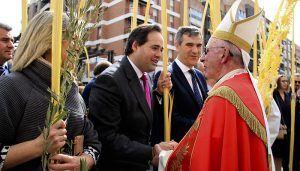 Paco Núñez participa en la procesión del Domingo de Ramos en Guadalajara