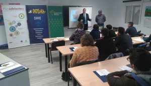 Unas treinta personas asisten en la sede de UNICO a la jornada sobre Adelante-Inversión y Soy Digital
