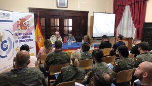 La patronal alcarreña informa a los militares de las opciones que tienen de futuro cuando pasan a la vida civil
