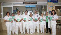 Los celadores del Hospital de Cuenca editan una sencilla y divertida carpeta para hacer visible su trabajo y acercarse a los pacientes