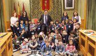 Mariscal recibe en el Salón de Plenos a alumnos de 3º de Infantil del Colegio Santa Teresa