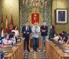 Mariscal recibe en el Salón de Plenos a alumnos de intercambio del proyecto Erasmus + Euroknitters