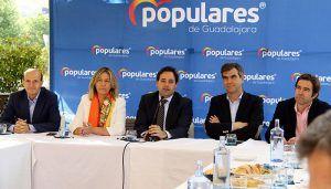Núñez resalta que la bajada de impuestos para evitar el efecto frontera y el convenio sanitario con Madrid favorecerán la recuperación de la población