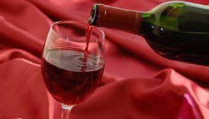 Una investigación de la UCLM apunta a que el resveratrol, un polifenol presente en el vino tinto, podría actuar como protector en la enfermedad de Alzheimer
