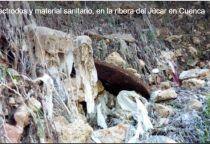 Aparecen cientos de electrodos y material sanitario en la ribera del Júcar en Cuenca