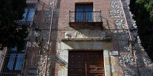 El Palacio de los Marqueses de Villamejor, detalle monumental de julio en Guadalajara