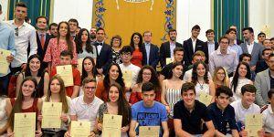 El rector de la UCLM recibe a los estudiantes destacados en el curso 20182019