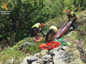 La Guardia Civil rescata a un senderista tras una noche al borde de la muerte en El Cardoso de la Sierra