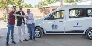 La Junta subvenciona una nueva furgoneta para el servicio de recogida de animales abandonados de Hogar Amigo
