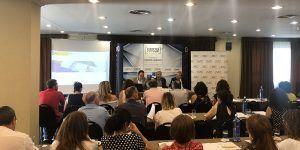 Medio centenar de empresarios de Cuenca se interesan por el registro de jornada