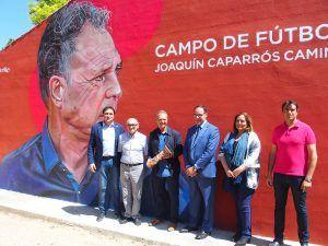 Un emocionado Joaquín Caparrós recibe el homenaje de Cuenca en el Campo de Fútbol que ya lleva su nombre
