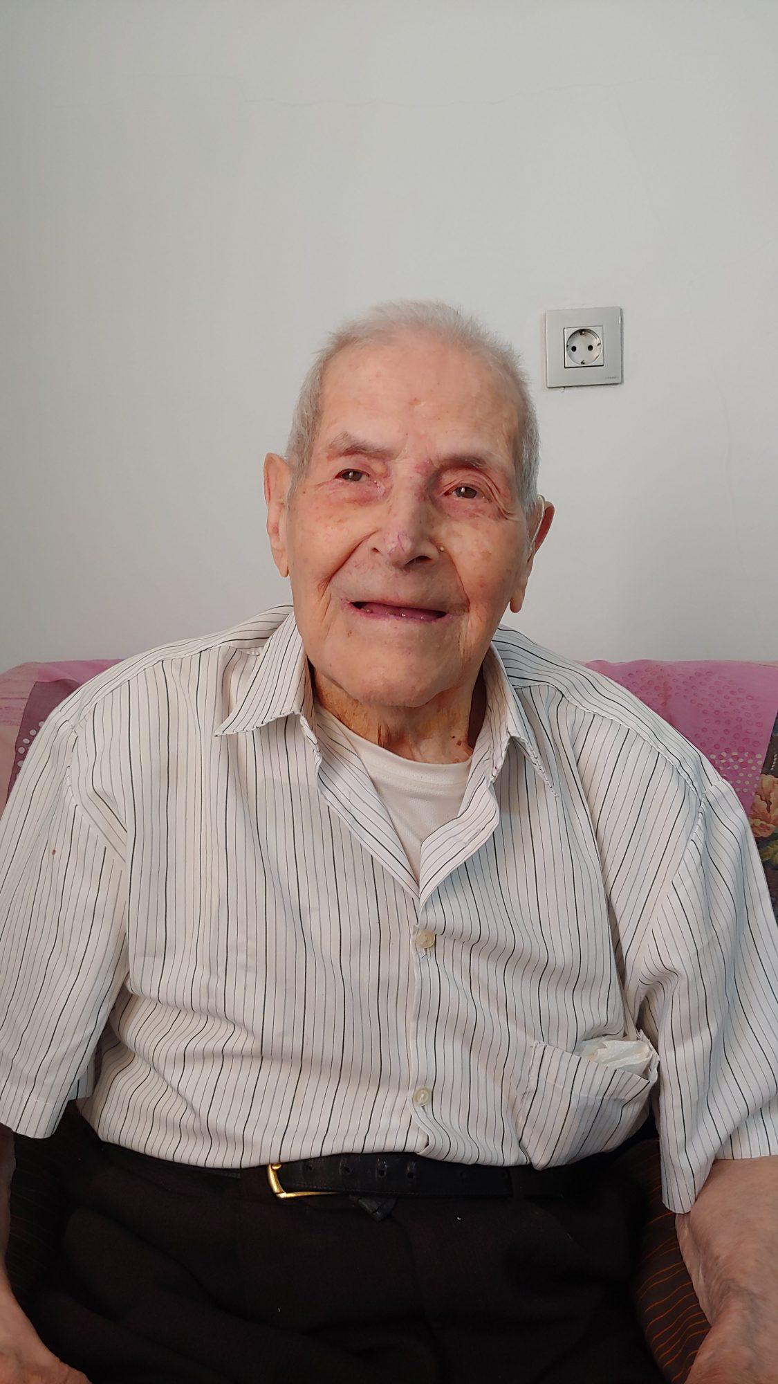 Raíces de El Liberal. Daniel Chico Mesa, 102 años. Había en el corral más de 5.000 tíos, prisioneros, nos daban para comer 4 patatas bailando en agua, sin aceite, medio crudas y se morían cada día 2 o 3 tíos | Liberal de Castilla