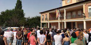 Alrededor de 300 personas muestran su rechazo al centro de menores en Villanueva de la Torre apoyando la concentración convocada por el Grupo Municipal de Vox