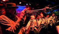 Hollywood Band actúa en el patio de los Leones del Palacio del Infantado dentro de Las noches son para el verano