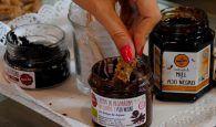 Las meriendas más sanas para los niños la crema que sabe a chocolate, pero lleva ajo negro y algarroba