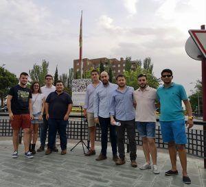 NNGG Guadalajara rinde homenaje a Miguel Ángel Blanco frente al monolito de las Víctimas del Terrorismo