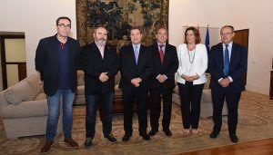 Page y los agentes económicos y sociales firman un pacto que pretende convertir a Castilla-La Mancha en la primera comunidad en paz social