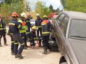 Una veintena de bomberos de Castilla-La Mancha se forman en un curso sobre técnicas de intervención en accidentes de tráfico