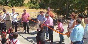El Ayuntamiento de Huete realiza varias mejoras en Caracenilla y el alcalde pedáneo pavimenta la calle Boleo