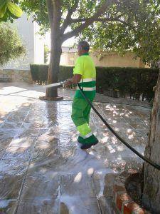 El Ayuntamiento de Tarancón y FCC realizan un plan especial de limpieza en Tarancón