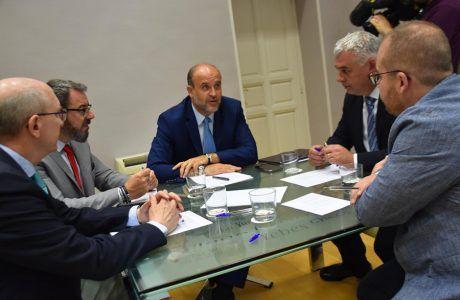 """El Gobierno regional aboga por la coordinación entre administraciones para abordar la brecha """"digital y financiera"""" en zonas despobladas"""