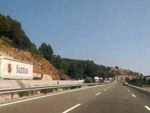 Grandes retenciones sentido Madrid de la A-2 a su paso por Guadalajara por el vuelco de un camión