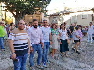 Rubén García destaca la pujanza turística de Brihuega en la Procesión de la Cera