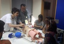 Una treintena de profesionales participan en un curso sobre reanimación cardiopulmonar en el Centro de Salud de San Clemente