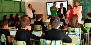 La Junta destinará a lo largo del curso 10 millones de euros para continuar con la modernización informática de los centros educativos