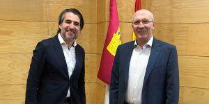 El Gobierno regional analiza iniciativas que incentivan la creación de empresas en municipios despoblados