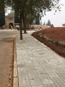 El paseo del Cementerio de San Clemente cuenta con un acerado nuevo y transitable