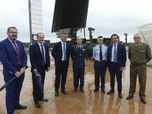 Las autoridades de Guadalajara se interesan por el CEAR del Ministerio de Defensa, clave en la guerra electrónica