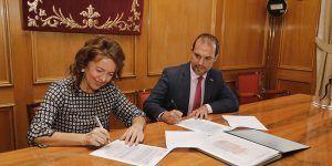 Las Cortes Regionales y la Consejería de Bienestar firman un convenio para avanzar en accesibilidad