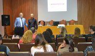 Una decena de centros educativos de Guadalajara cuentan este año con auxiliares de conversación nativos