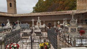 Brihuega celebra la festividad de Todos los Santos con una parroquia llena de fieles