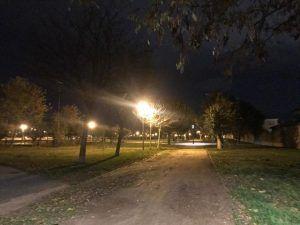 El parque de los pintores de Cabanillas ya tiene iluminación nocturna