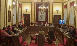 El PP critica que el alcalde Alberto Rojo se marche del Pleno sin dar explicaciones sobre los casos de nepotismo